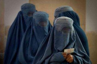 """Los talibanes aseguran que su gobierno es """"temporal"""" y habrá mujeres en una """"segunda etapa"""""""