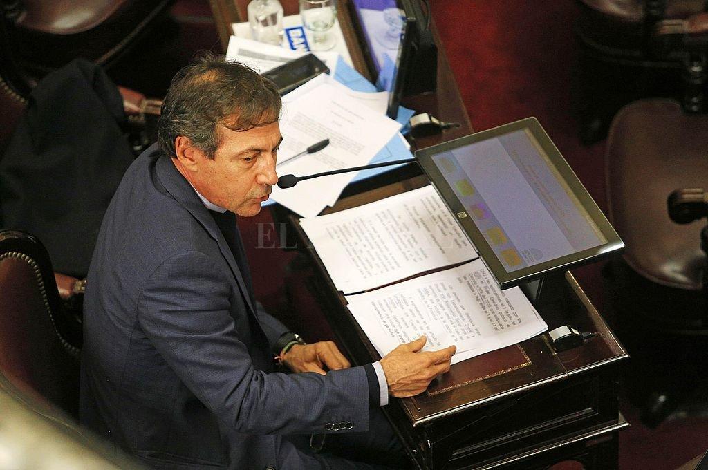 El formoseño Luis Naidenoff fue el portavoz de la oposición y le respondió su comprovinciano, el oficialista José Mayans. Crédito: Gentileza