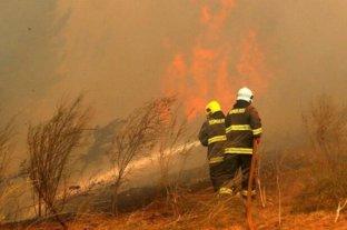 Dos focos de incendios forestales permanecen activos en La Rioja y Jujuy