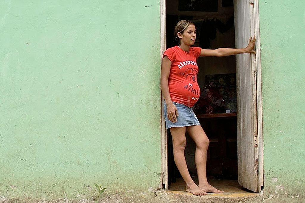 La maternidad es causa de abandono escolar. Y el abandono escolar está en la base de problemas importantes que terminan afectando a todos en la ciudad, y no sólo a quienes dejaron de estudiar. Crédito: Archivo