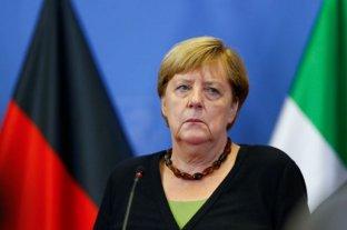 Merkel pide dialogar con los talibanes para evacuar a más gente