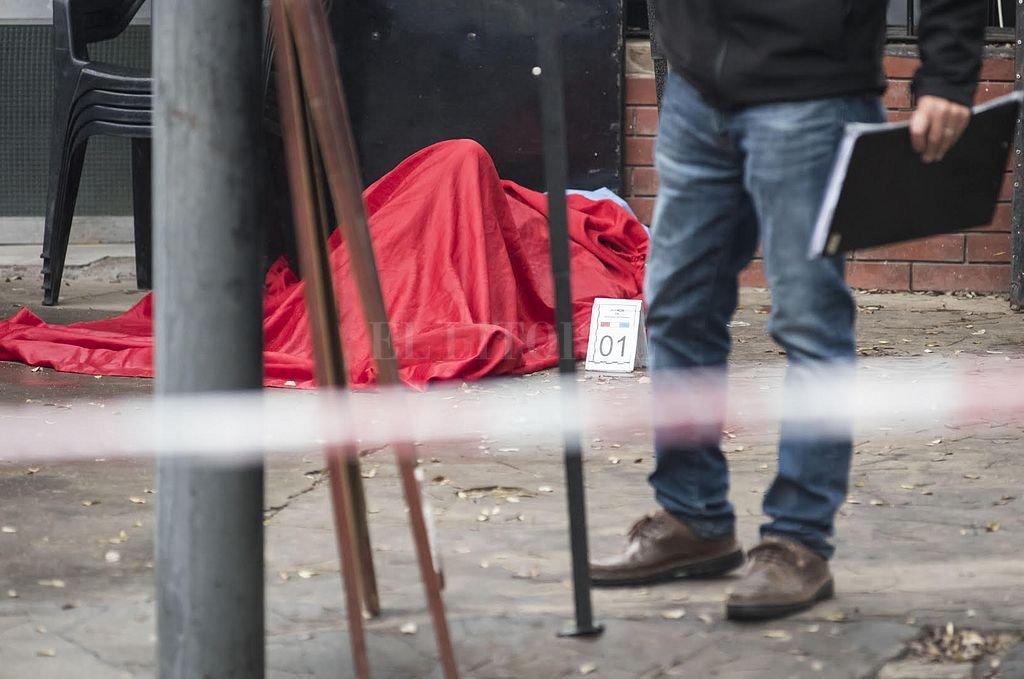 Una de las víctimas fatales que dejó el inicio de semana sangriento en Rosario. Crédito: Marcelo Manera