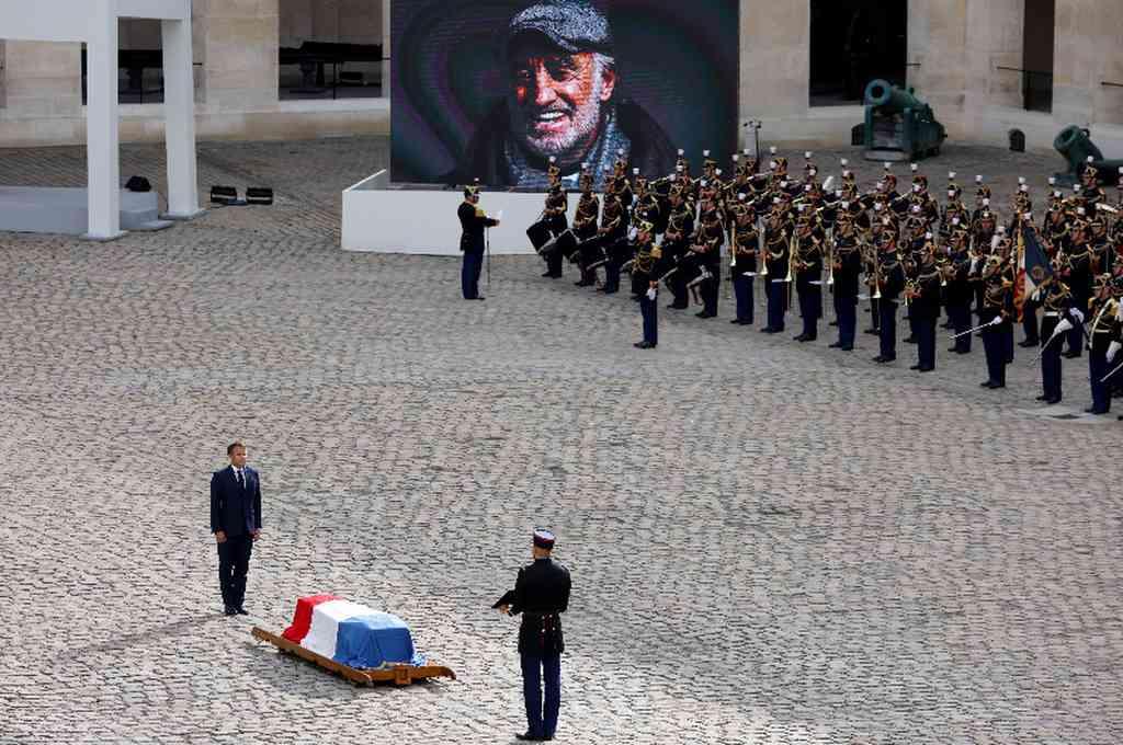 """""""Era un tesoro nacional"""", un héroe sublime y figura familiar, un temerario incansable y mago de la palabra"""", explicaba el presidente Emmanuel Macron el mismo día que se conoció la noticia. Crédito: Twitter"""