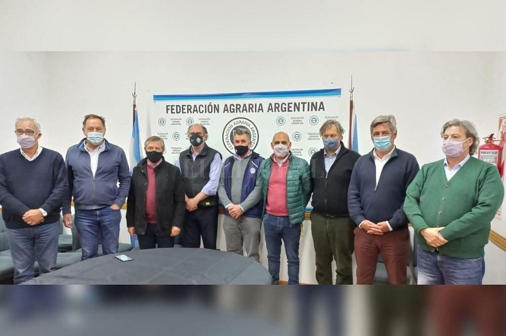 Autoridades reunidas en la sede de FAA en Rosario. Crédito: @SociedadRural