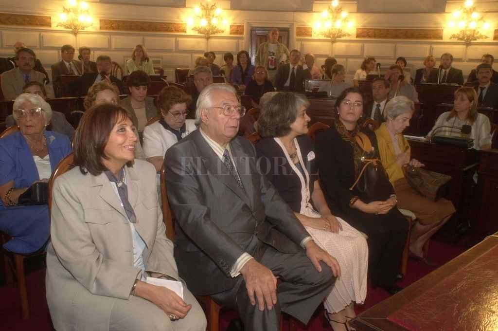 Ramírez en el recinto de la Cámara de Diputados en noviembre de 2000 al recibir su homenaje.    Crédito: Luis Cetraro