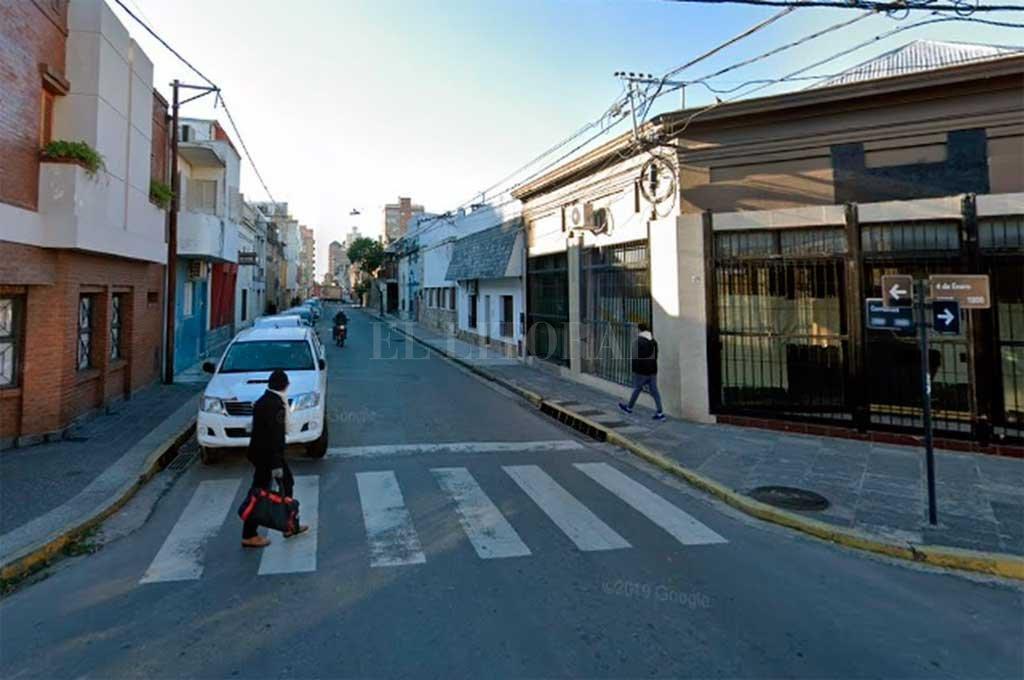 4 de Enero y Corrientes, la zona donde se produjo el robo.  Crédito: Captura de Pantalla - Google Street View