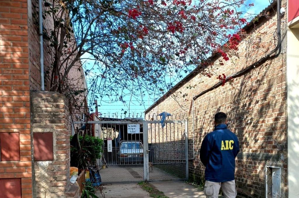 Efectivos de la Agencia de Investigación Criminal Las Colonias realizaron diez allanamientos en Esperanza y uno en San Carlos Centro. Crédito: Prensa AIC