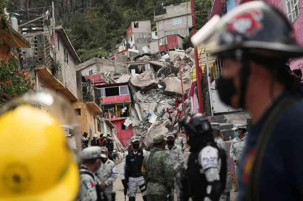 El deslizamiento de las rocas ocurrió en la falda del cerro, colmado de viviendas. Crédito: Twitter