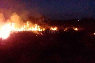Campo en llamas en el norte de Santa Fe