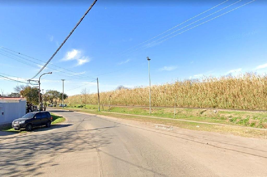 El cuerpo fue hallado en la intersección de las calles Aguirre y Sarmiento. Foto:Captura de Google