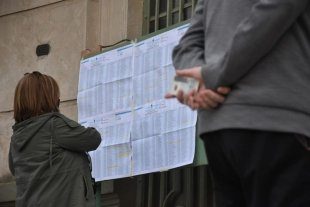 ¿En qué mesa vota?: la pregunta más escuchada en una elección con protocolo