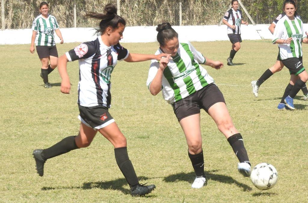 Siguen creciendo. El Femenino no para de marcar goles y eso habla del crecimiento de  la actividad a nivel local y regional.  Crédito: Archivo El Litoral