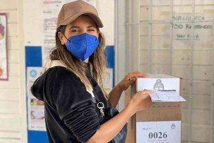 """Cinthia Fernández tras emitir su voto, denunció el robo de boletas: """"Tremendos chorros"""""""