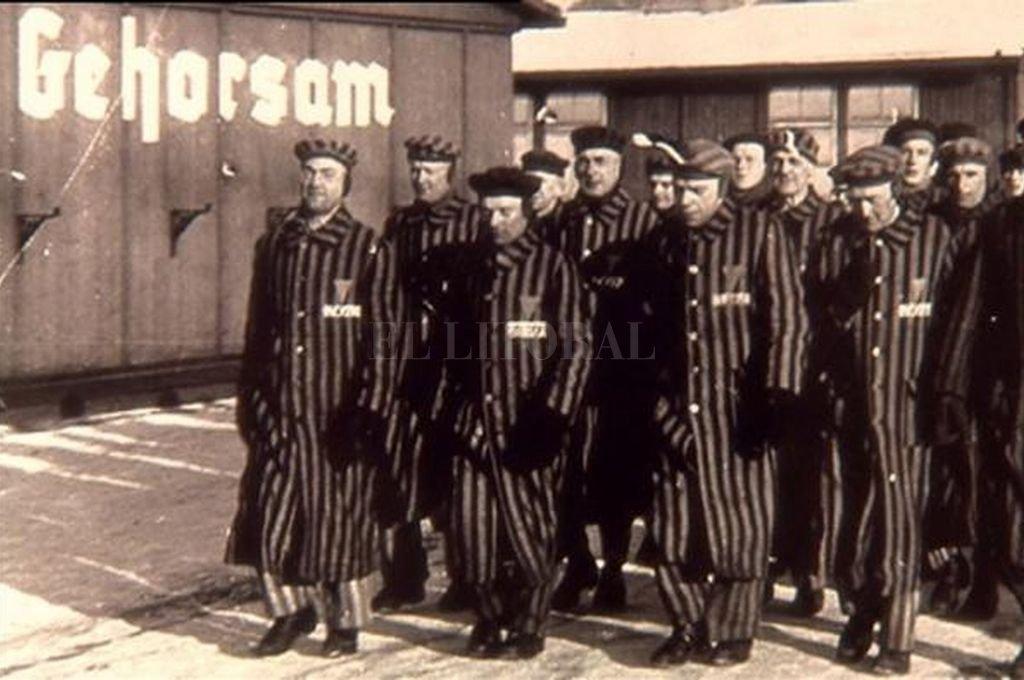 Un grupo de prisioneros en un campo de concentración.  Crédito: Gentileza