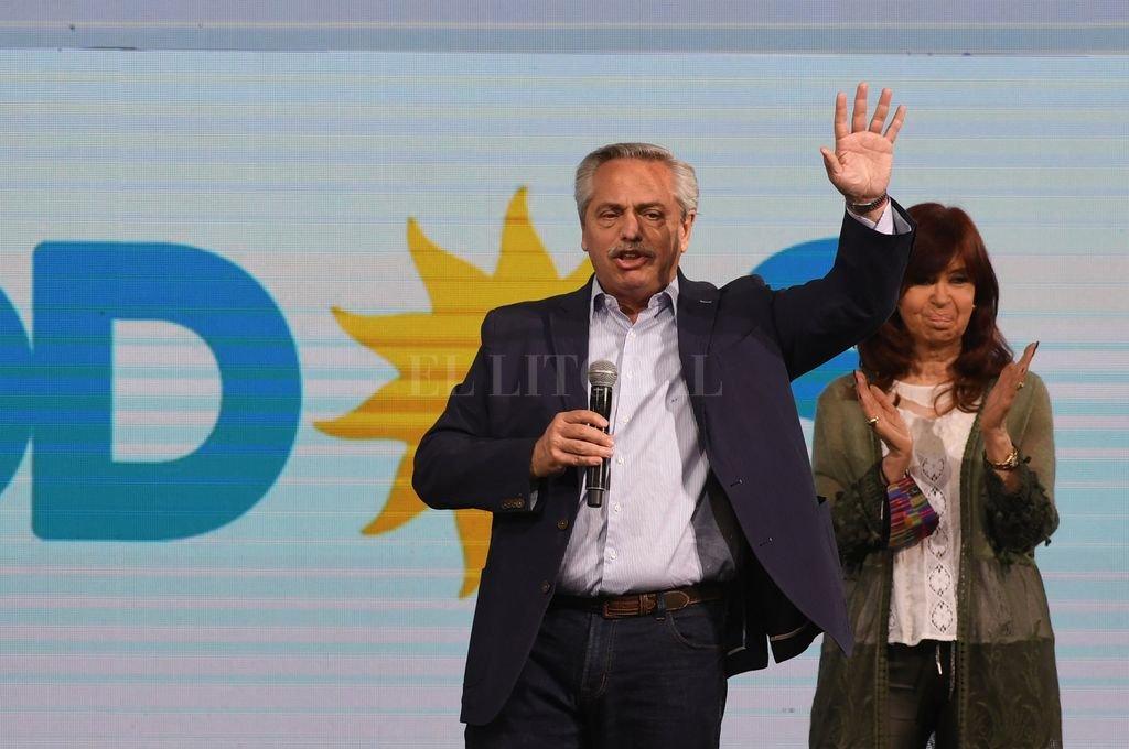 Alberto y Cristina Fernández tras la derrota del domingo. Crédito: Télam