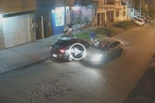 Video: le mostraba su nuevo auto 0km a su familia y se lo robaron