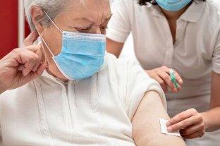 El Reino Unido planea aplicar una tercera dosis a mayores de 50 años