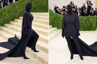 Kim Kardashian causó revuelo con su extravagante look en la alfombra roja de la Gala MET  2021