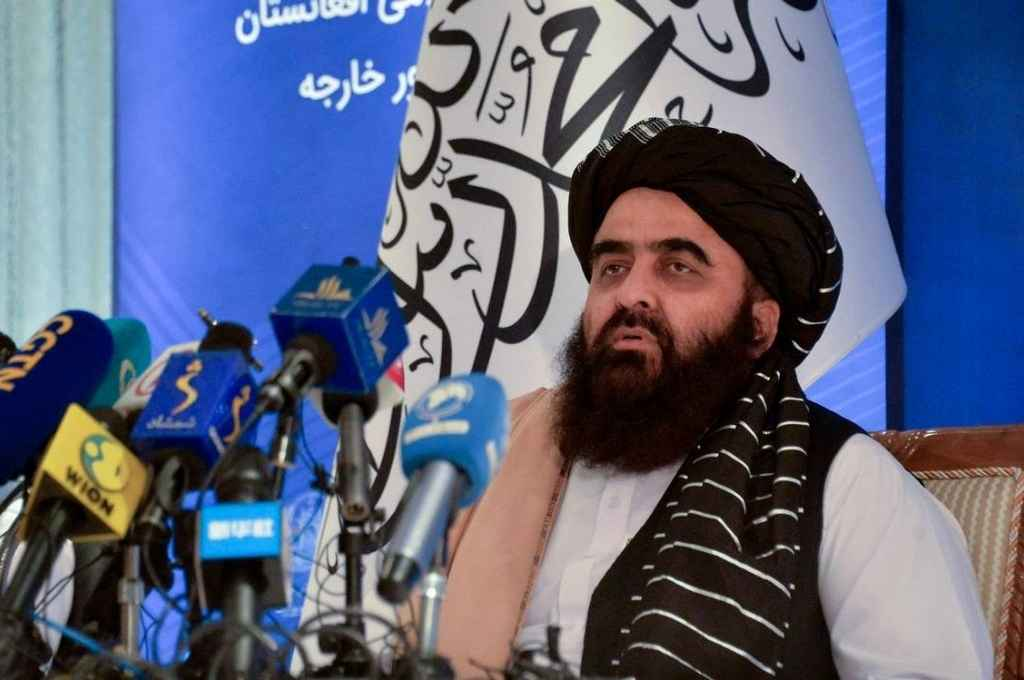 Amir Khan Muttaqi, ministro de Relaciones Exteriores del nuevo gobierno afgano. Afganistán sufre la interrupción de flujos financieros desde el extranjero.    Crédito: Gentileza