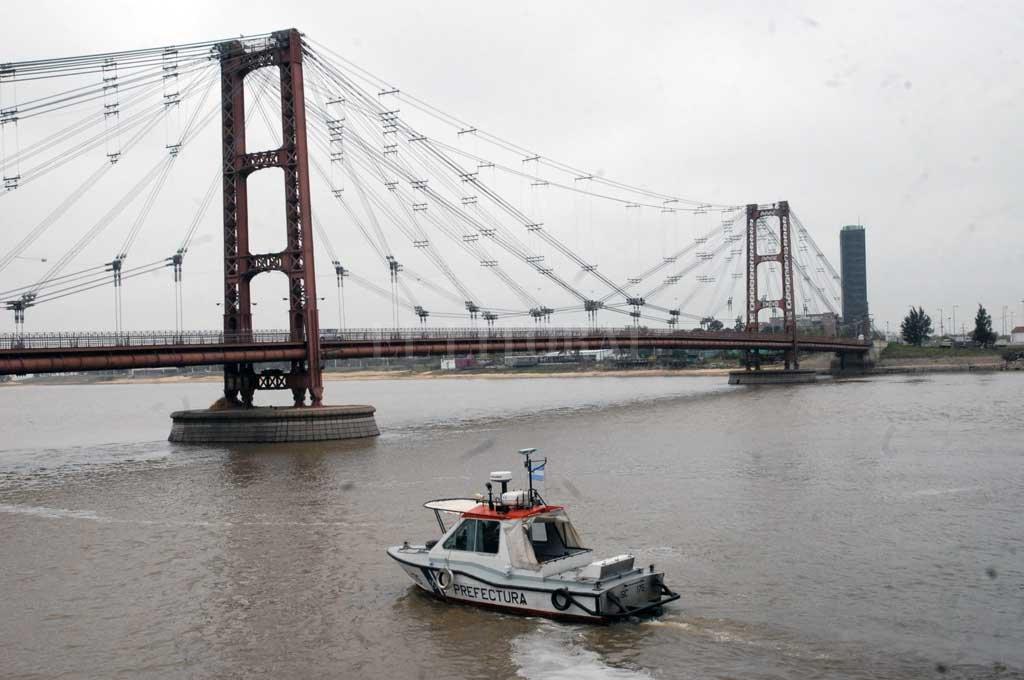 Patrulla. La Prefectura Naval tiene el poder de policía en el agua para controlar la navegación segura, pero hay quejas sobre los mismos. Crédito: Flavio Raina