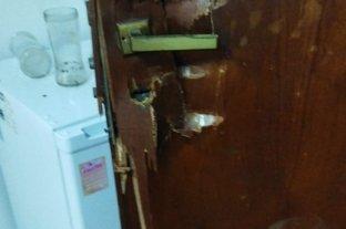 Cuantioso robo en once oficinas  de un edificio céntrico - Nueve puertas (de las 11 oficinas siniestradas) fueron violentadas por los delincuentes.