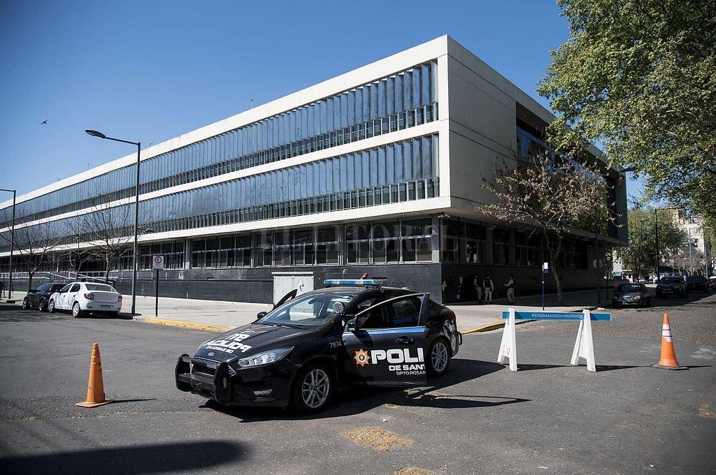 Reforzaron la seguridad en el Centro de Justicia de Rosario. Crédito: Marcelo Manera