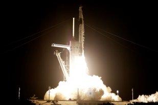 SpaceX: partió el primer vuelo de turistas espaciales que viajan sin astronautas profesionales