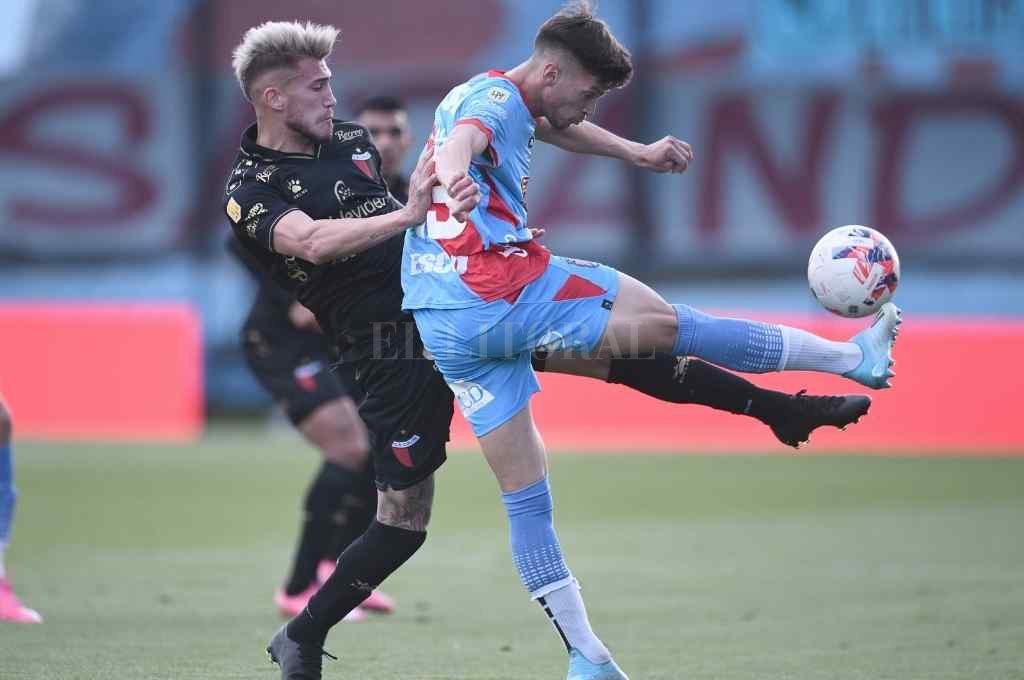 El defensor salió lesionado del partido contra Arsenal y se convirtió en una baja para recibir a Central Córdoba Crédito: Matías Nápoli