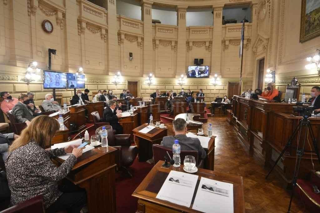 Los legisladores y una convocatoria que fue aprobada por todos los bloques.   Crédito: Pablo Aguirre