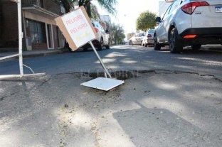 Un peligro: se hundió el pavimento en un sector de barrio Sur -