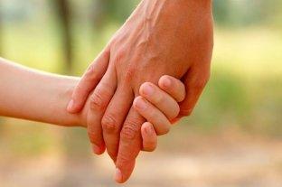 """Por cuidar al hijo de su esposa desde su nacimiento obtuvo la """"adopción por integración"""""""