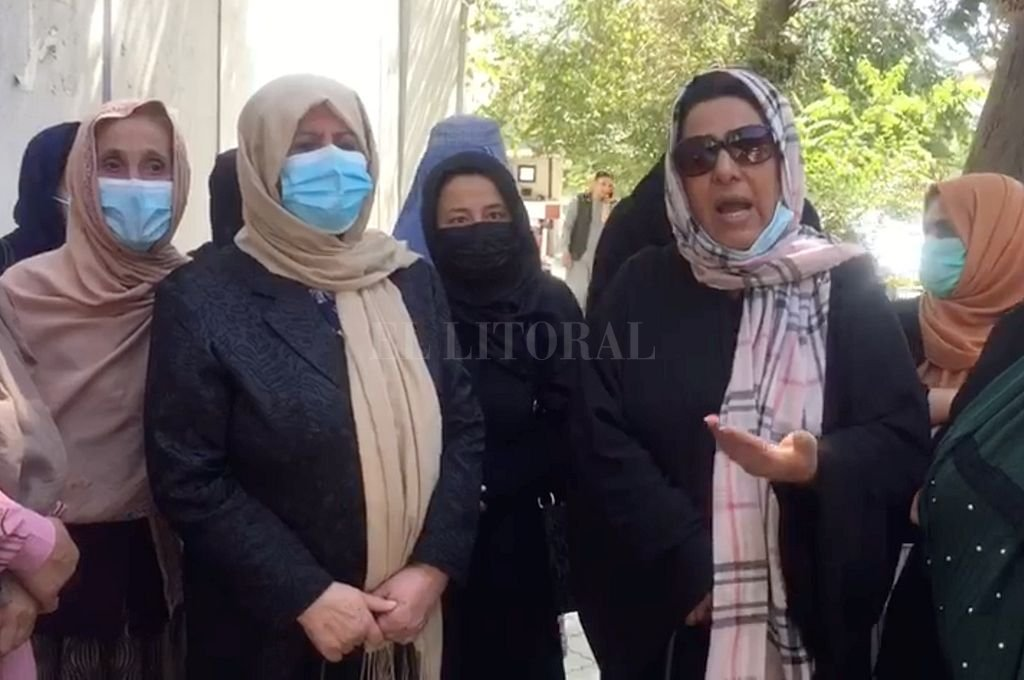 Protesta de mujeres en Kabul. Crédito: Reuters