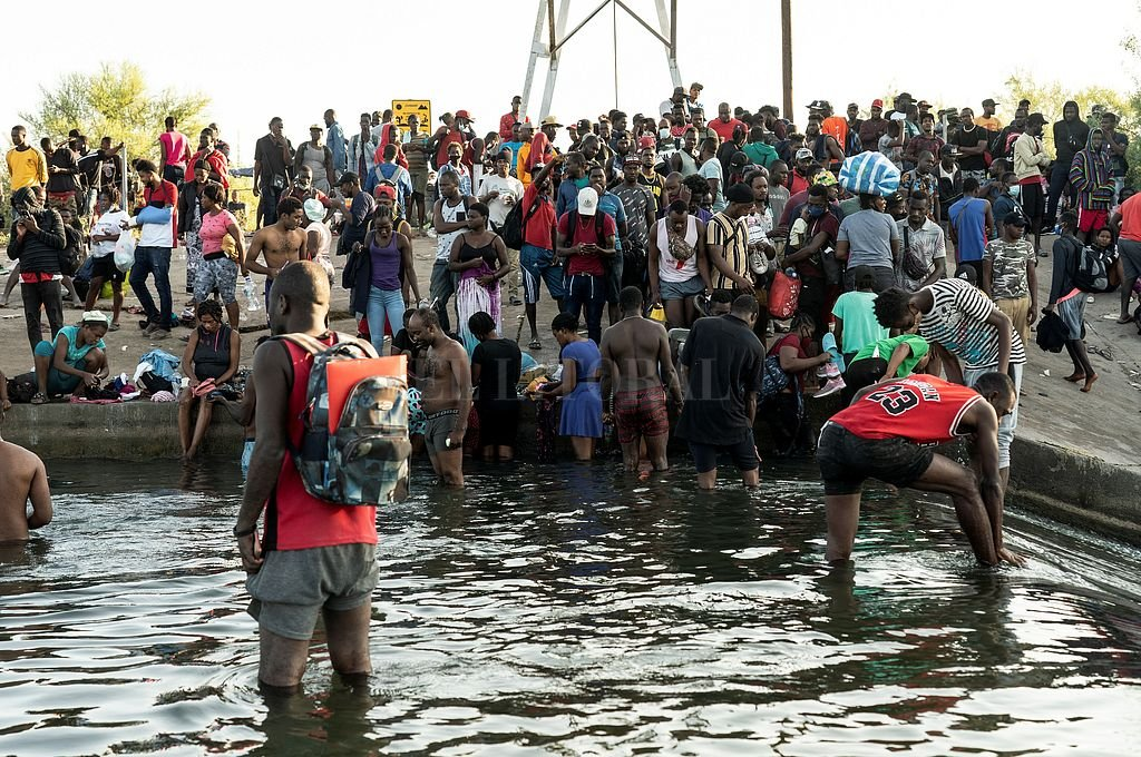 Migrantes en Del Río, Texas. Crédito: Reuters