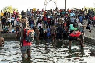Una pequeña ciudad de Texas tiene a 10.000 migrantes debajo de un puente
