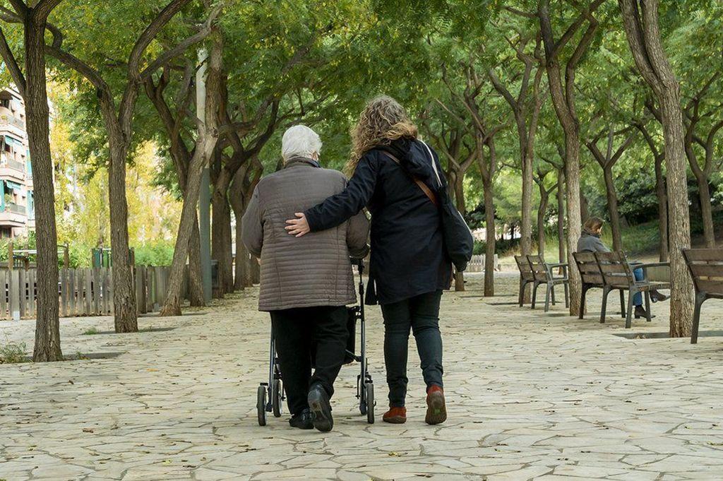 Generalmente asociado al final de la vida, los cuidados paliativos también abarcan el acompañamiento a las personas que tiene algún padecimiento crónico y progresivo. Crédito: Gentileza