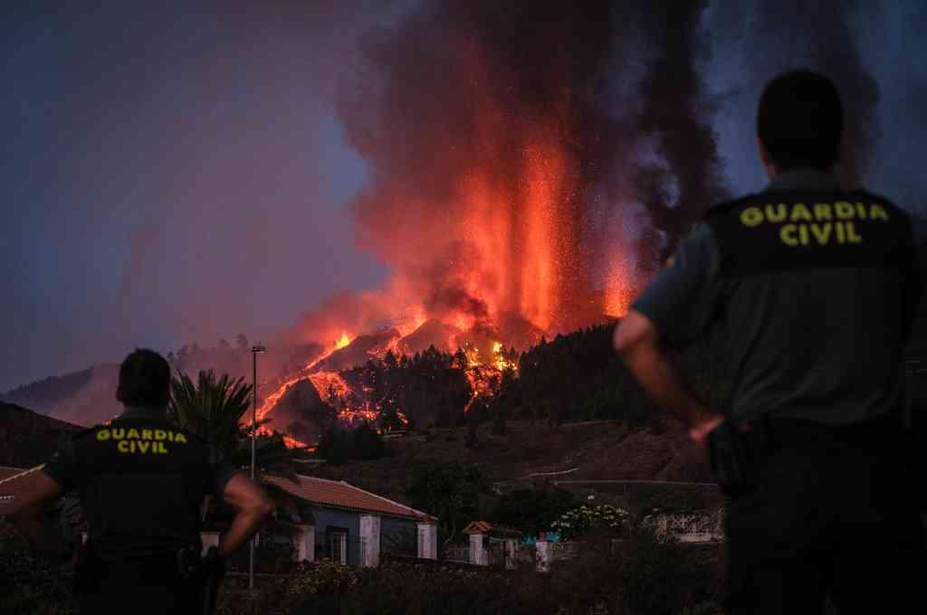 El volcán de La Palma sigue escupiendo lava y obliga a una evacuación masiva. Crédito: Twitter