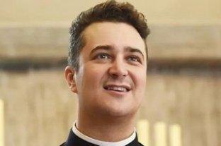 Detuvieron a un párroco acusado de comprar drogas y organizar orgías con el dinero de la limosna -
