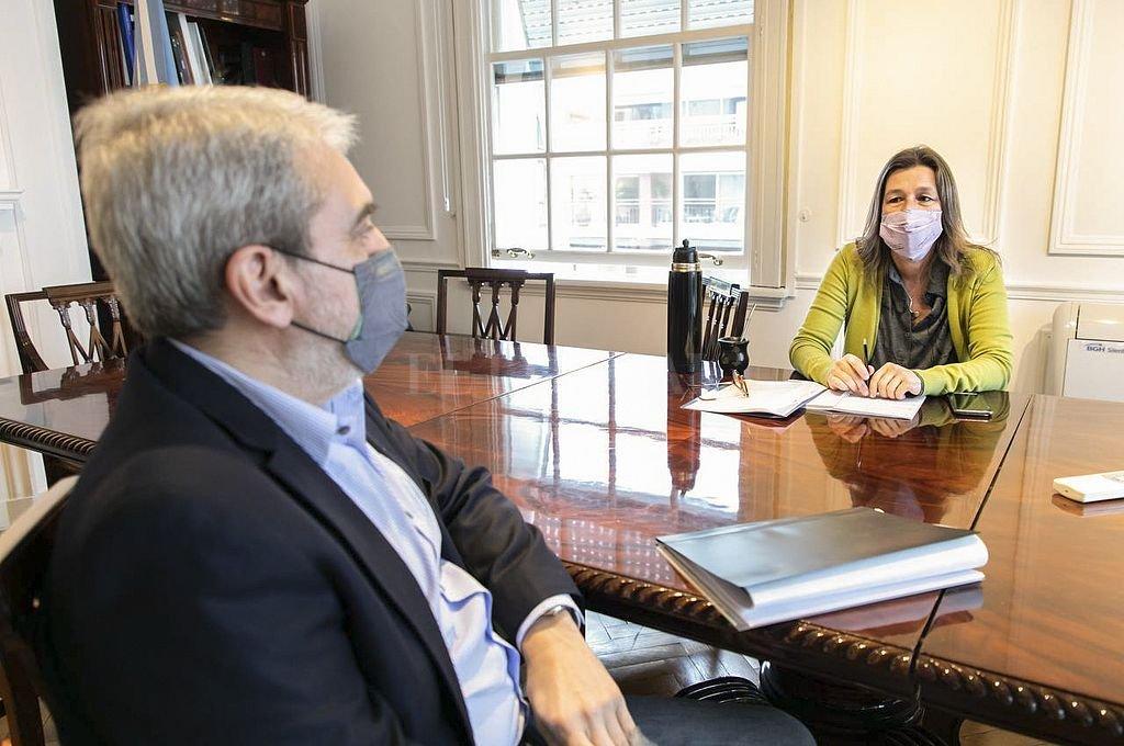 Aníbal Fernández mantuvo un encuentro con Sabina Frederic, a quien reemplazó en el cargo al frente del Ministerio de Seguridad nacional. Crédito: NA