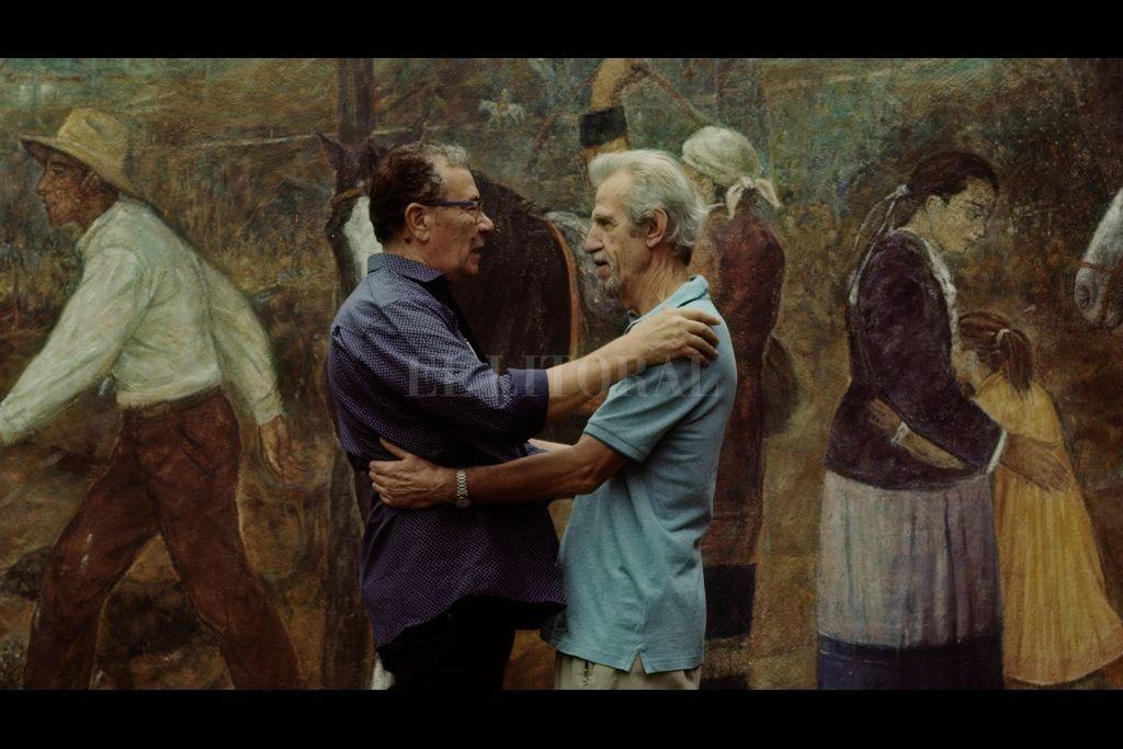 Mario Cuello y Álvaro Izurieta en uno de los fotogramas de la película que se estrena el lunes 27. Crédito: Gentileza Grupo de Cine
