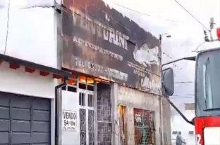 Video: increíble incendio en un local de autopartes de Corrientes