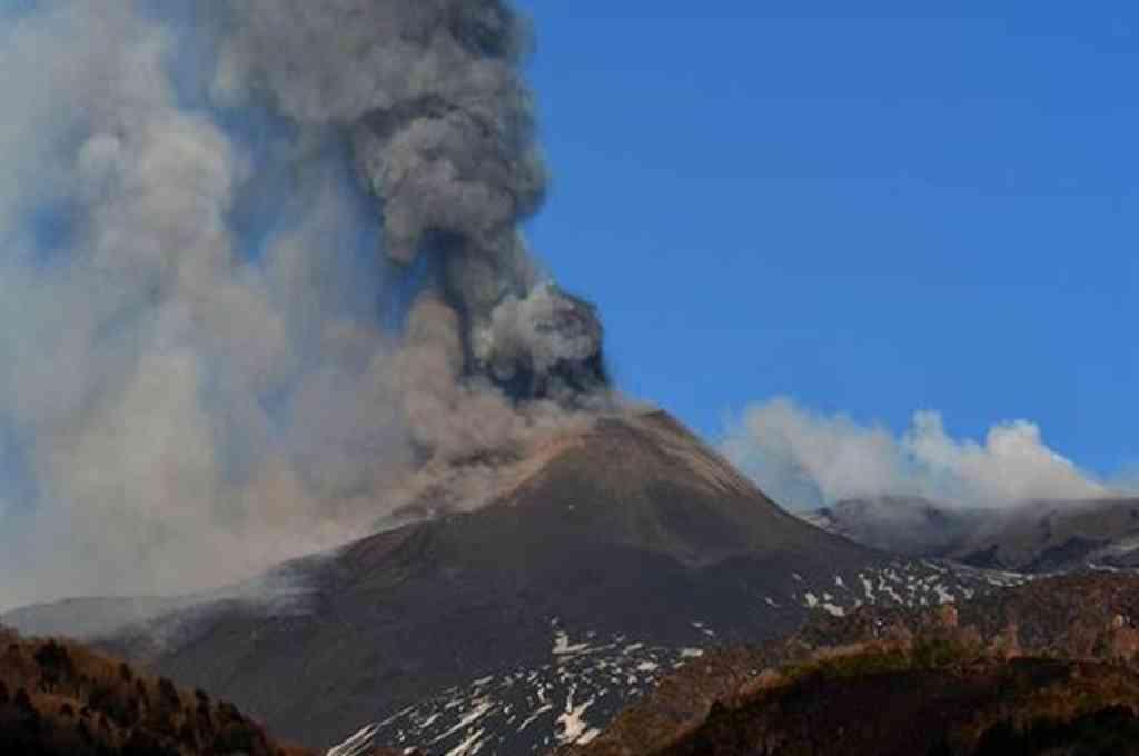 Nueva erupción del Etna, con emisión de cenizas y lava. Crédito: Gentileza