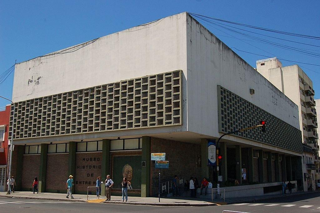 En la esquina de Buenos Aires y Laprida se levanta el edificio del Museo Histórico Provincial, en Paraná.