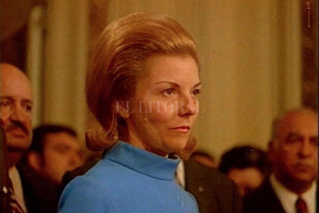 """Isabel en la presidencia, con su peinado más característico (la """"banana francesa""""), como presidenta de la Nación. Crédito: Gentileza producción"""