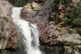 Murió tras caer 20 metros en un cascada de Córdoba