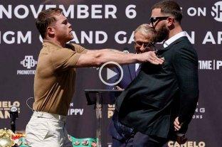 Video: escándalo en la presentación de la pelea entre Canelo Álvarez y Caleb Plant