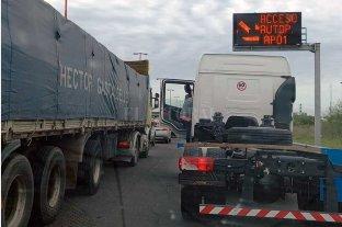 Vuelco y demoras en la autopista Santa Fe - Rosario