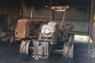 Dos tractores fueron quemados en un incendio en la zona rural de Colonia Rosa