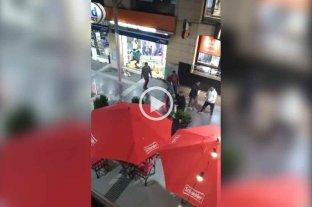 Pelea de vendedores ambulantes en la peatonal de Paraná