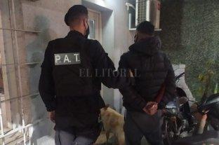 Locura en barrio Los Hornos: mató a un perro y quedó detenido - El autor de los disparos fue detenido y se le inició causa por infracción a la Ley Sarmiento (Crueldad Animal) y daños.