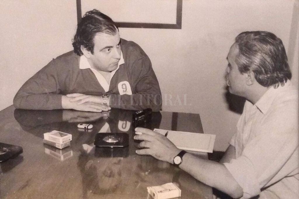 Jorge Lanata y Rogelio Alaniz durante una entrevista realizada en el diario El Litoral.  Crédito: Archivo